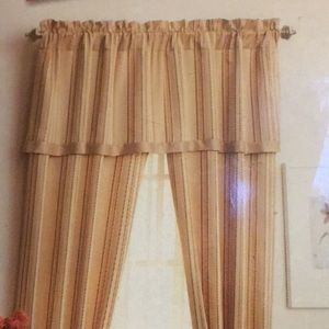 Better Homes And Gardens Accents - NWT Better Homes 84-Inch Window Set Classic Stripe